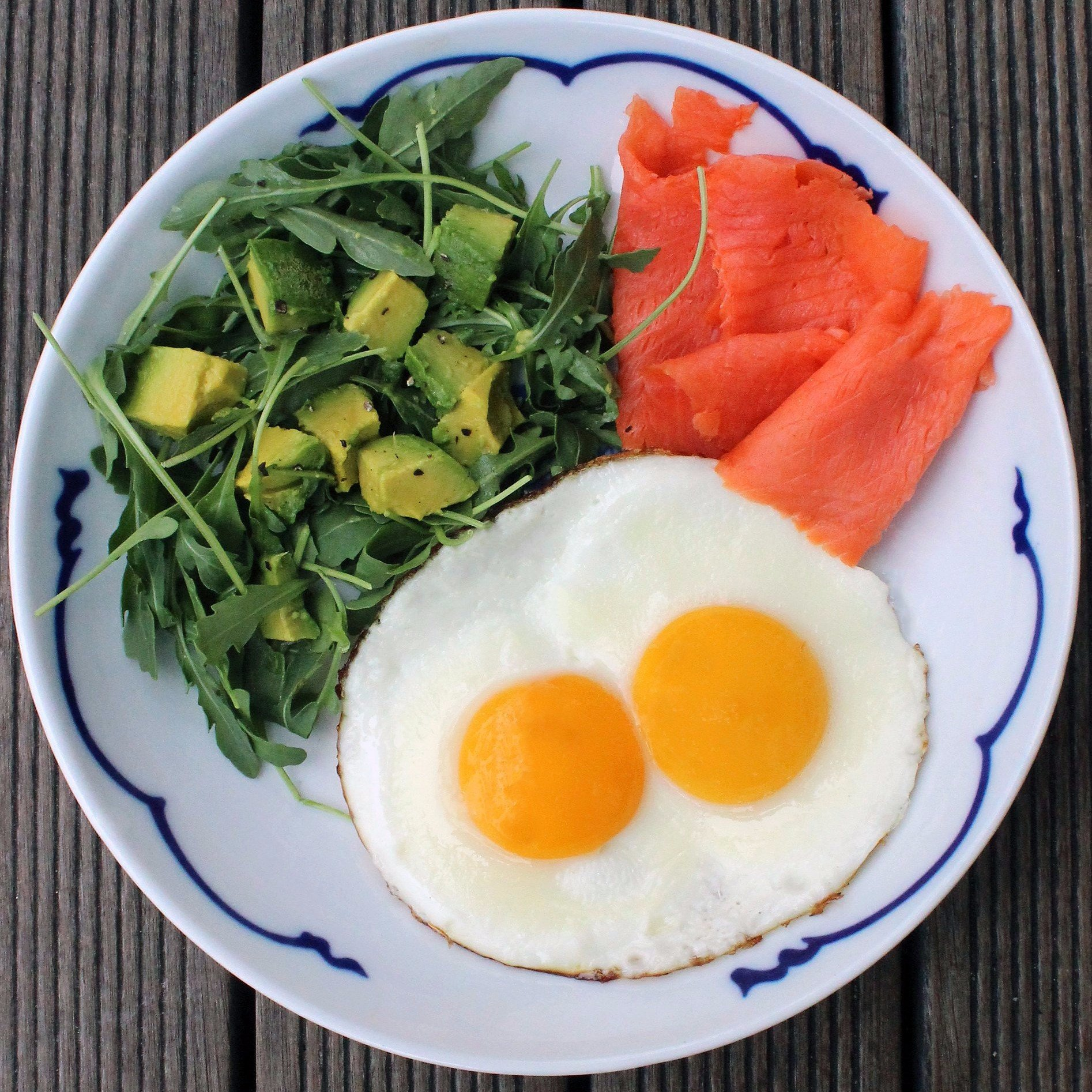 what to eat to gain muscle plate with eggs spinach and salmon what are the sources of protein