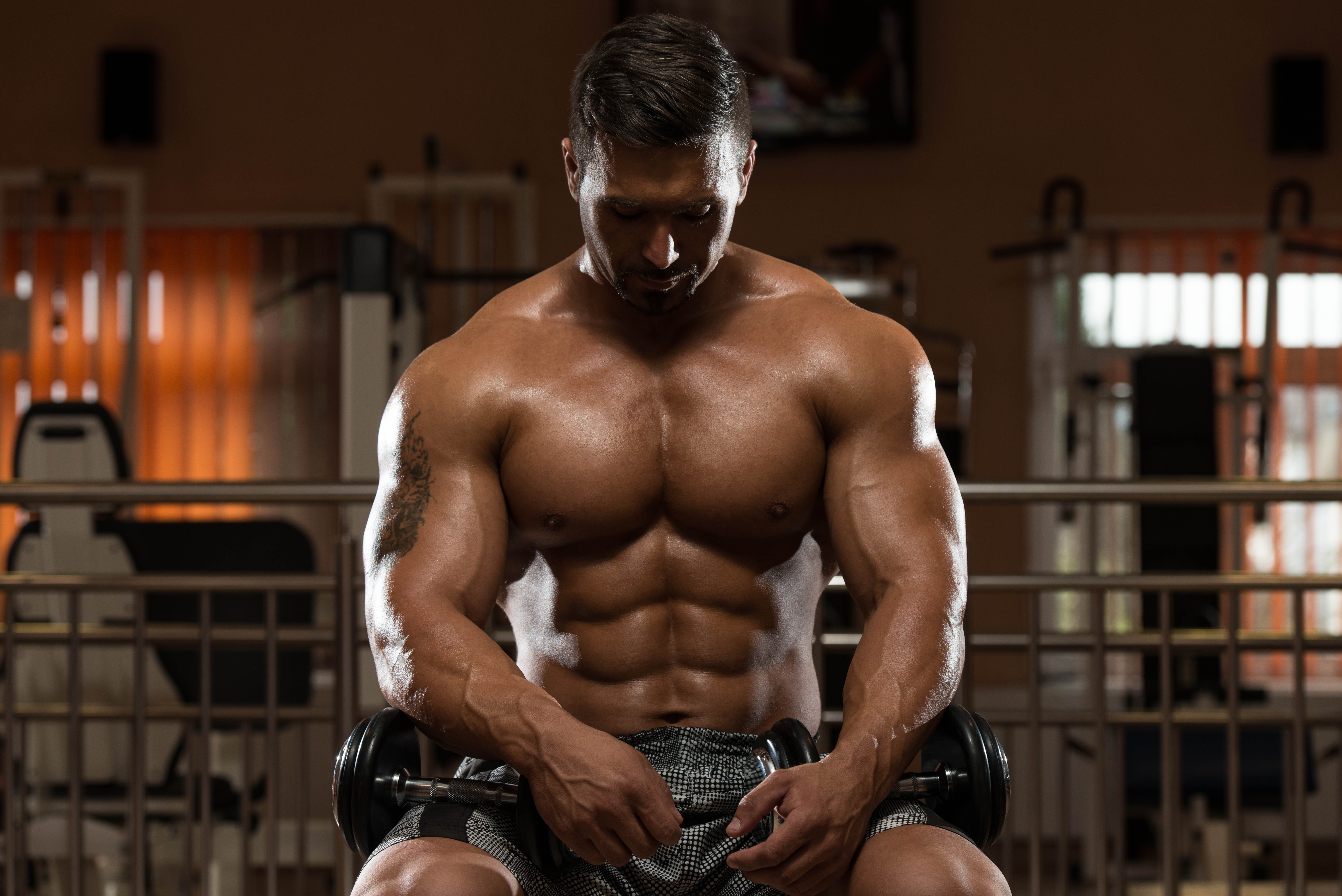 man resting muscle building workout plan